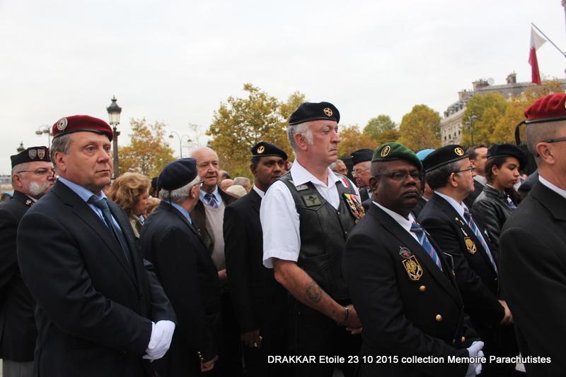Cérémonie Drakkar: Arrivée des participants sur les Champs-Elysées 084-im10