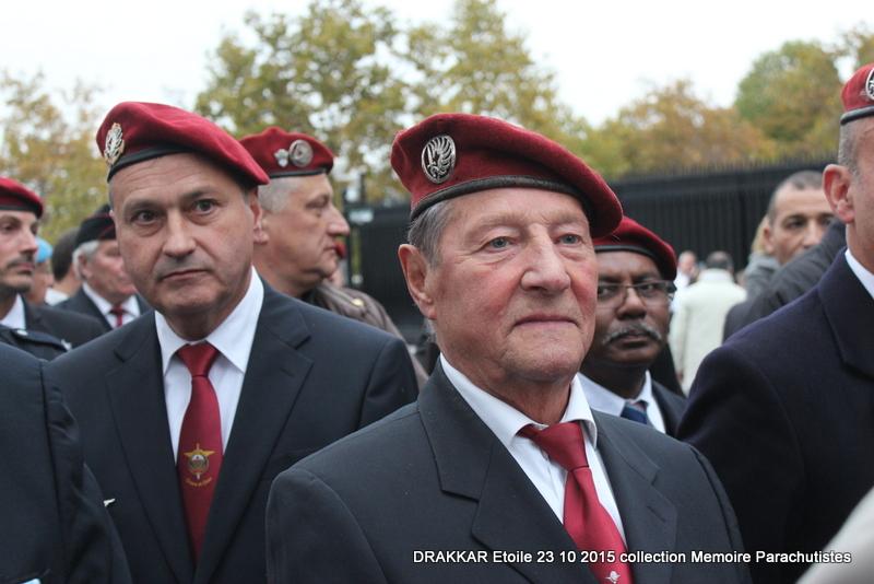 Cérémonie Drakkar: Arrivée des participants sur les Champs-Elysées 088-im10