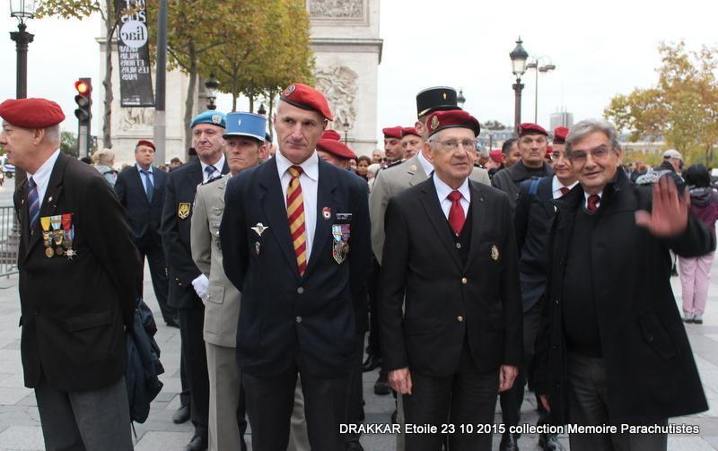 Cérémonie Drakkar: Arrivée des participants sur les Champs-Elysées 089-im10