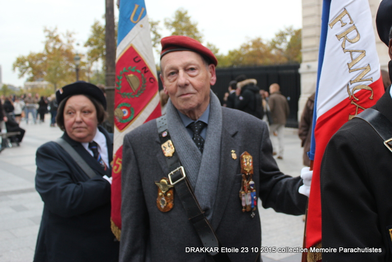 Cérémonie Drakkar: Arrivée des participants sur les Champs-Elysées 091-im10