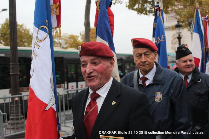 Cérémonie Drakkar: Arrivée des participants sur les Champs-Elysées 092-im10