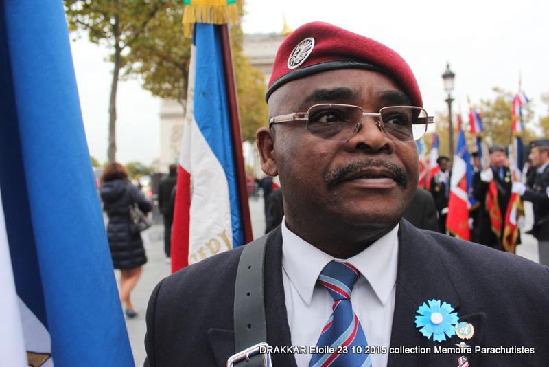 Cérémonie Drakkar: Arrivée des participants sur les Champs-Elysées 093-im10