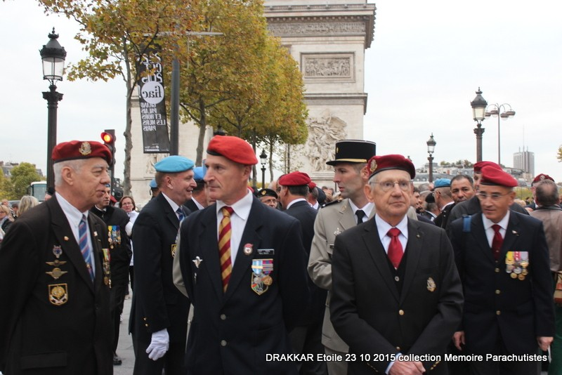 Cérémonie Drakkar: Arrivée des participants sur les Champs-Elysées 100-im10