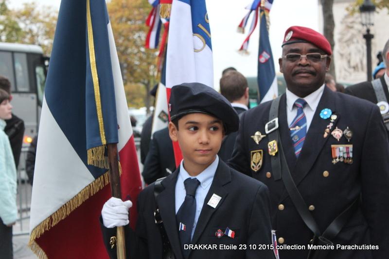 Cérémonie Drakkar: Arrivée des participants sur les Champs-Elysées 106-im10
