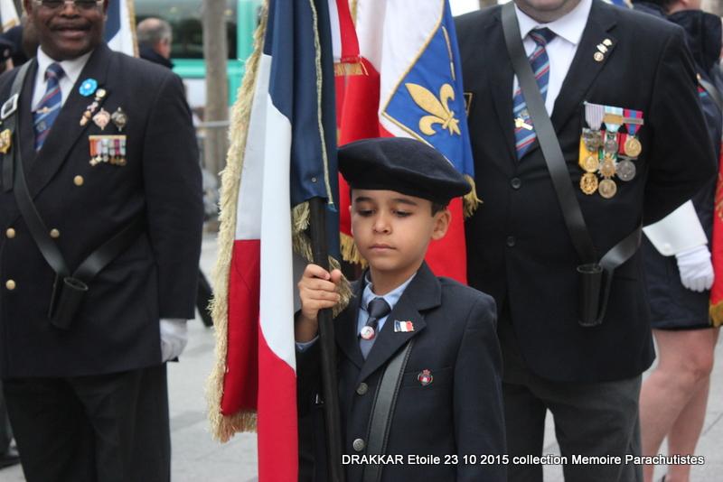 Cérémonie Drakkar: Arrivée des participants sur les Champs-Elysées 107-im10