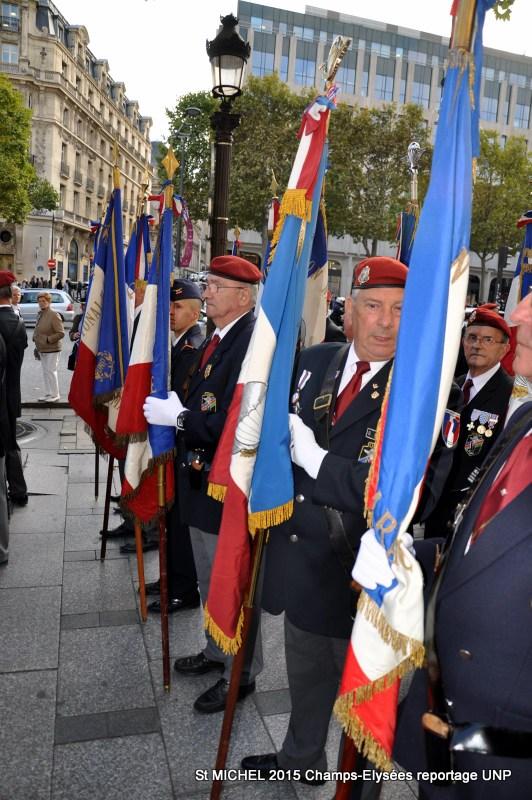 St MICHEL 2015 UNP à Paris reroupement parachutistes et drapeaux pour le défilé 22-dsc11