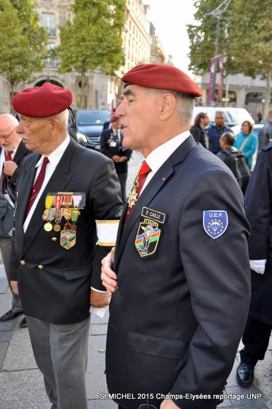 St MICHEL 2015 UNP à Paris reroupement parachutistes et drapeaux pour le défilé 24-dsc11