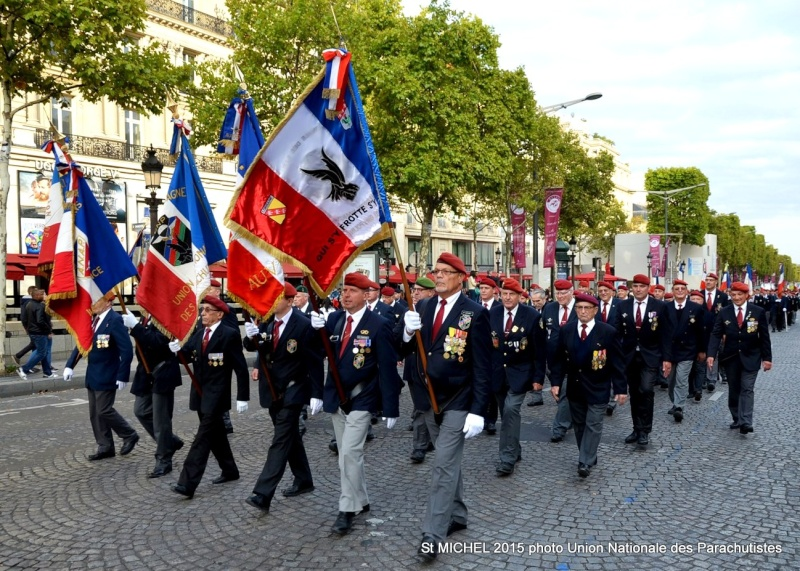 St MICHEL de l'Union Nationale des Parachutistes 2015 à Paris