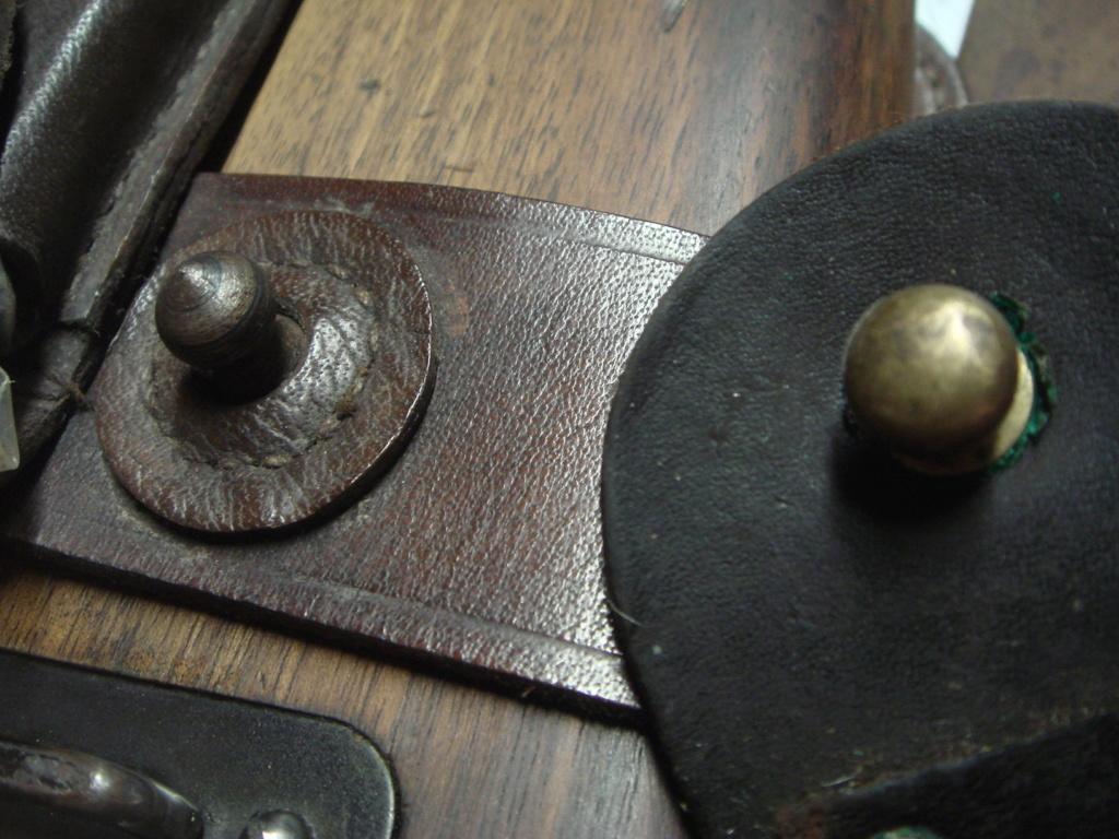 """Besoin info bouton """"pion"""" pour brelage cuir étui C 96 ?? Dsc02513"""