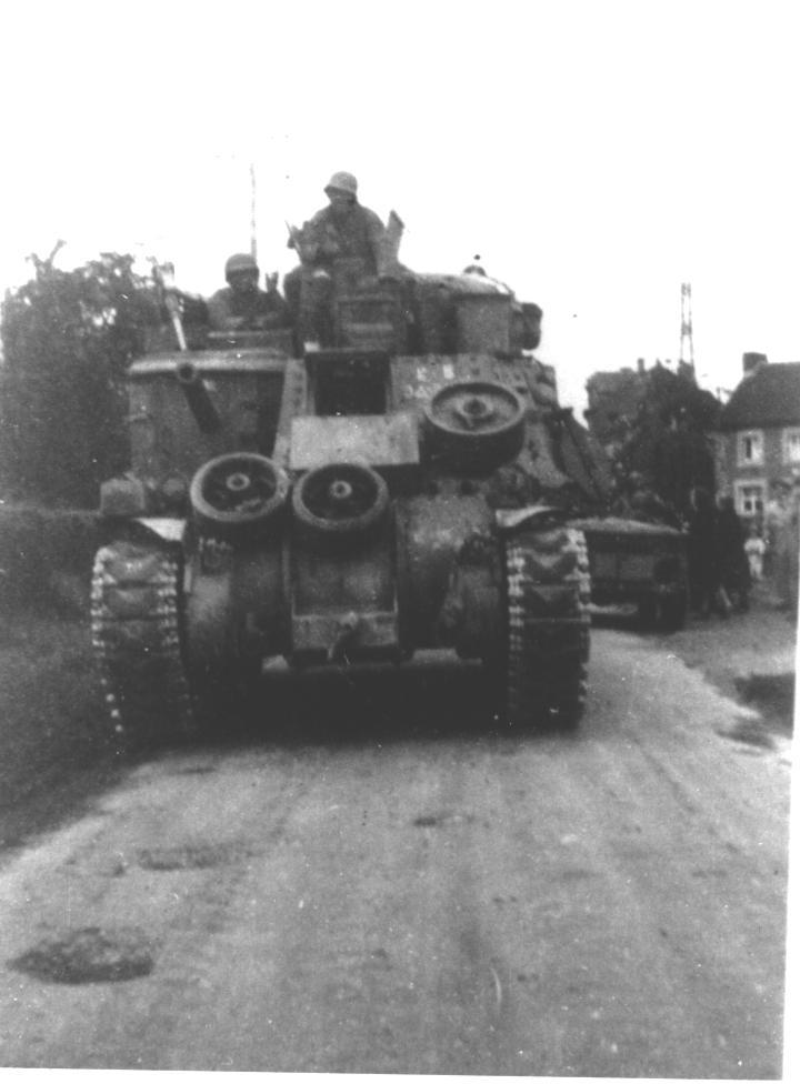 M3 LEE modifié en M 31 RECOVERY...  (En cours!!!) Rotheu10