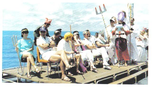 [ Les traditions dans la Marine ] LE PASSAGE DE LA LIGNE - ÉQUATEUR (Sujet unique) - Page 3 Les_di10