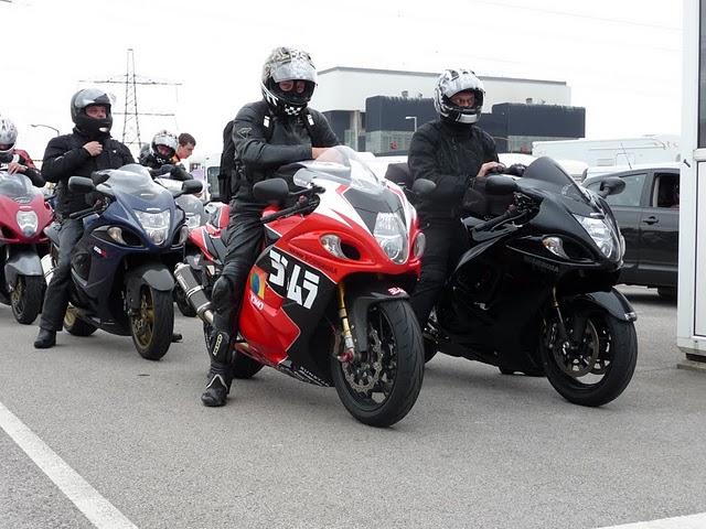 Y a des amateurs de motos ici ? - Page 3 P1040210