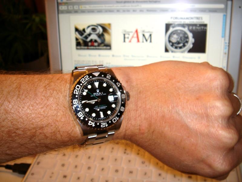 Au bout de mon bras il y a la nouvelle Rolex GMT master II Dsc02013