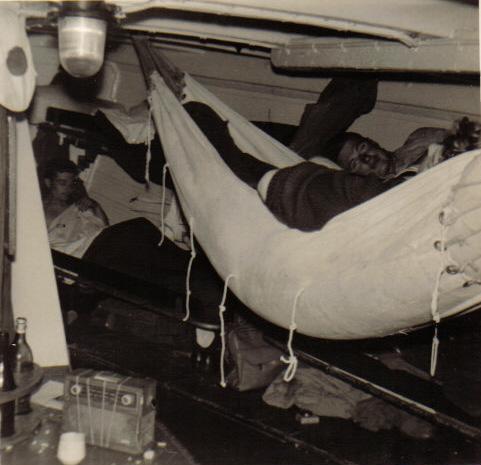 [Les traditions dans la Marine] Les hamacs. - Page 2 1963_612
