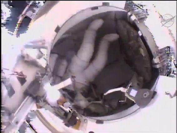 [ISS] EVA 32 et 33, les 28 octobre et 6 novembre 2015 Eva_2810