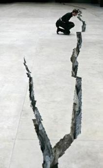 Sculpture moderne, grandeur réelle Faille10
