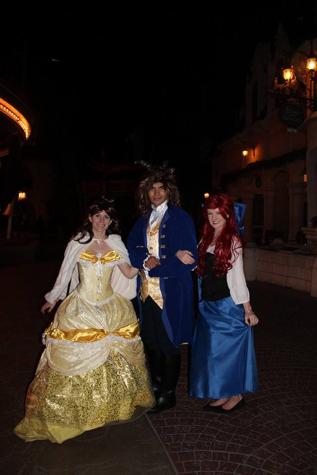 [Costumes] Robes de Princesses et tenues de Princes - Page 3 10268610