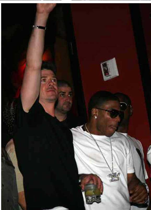 Robin thicke et Nelly VMA after Show 2007vm10