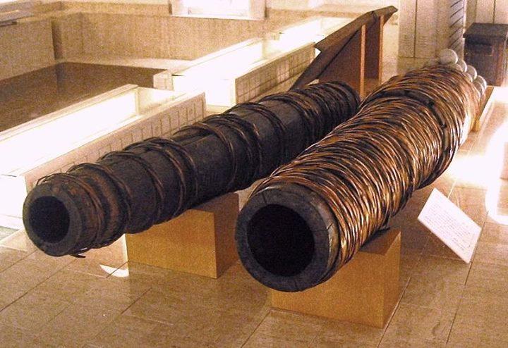 les canons en bois et en cuir Canon_10