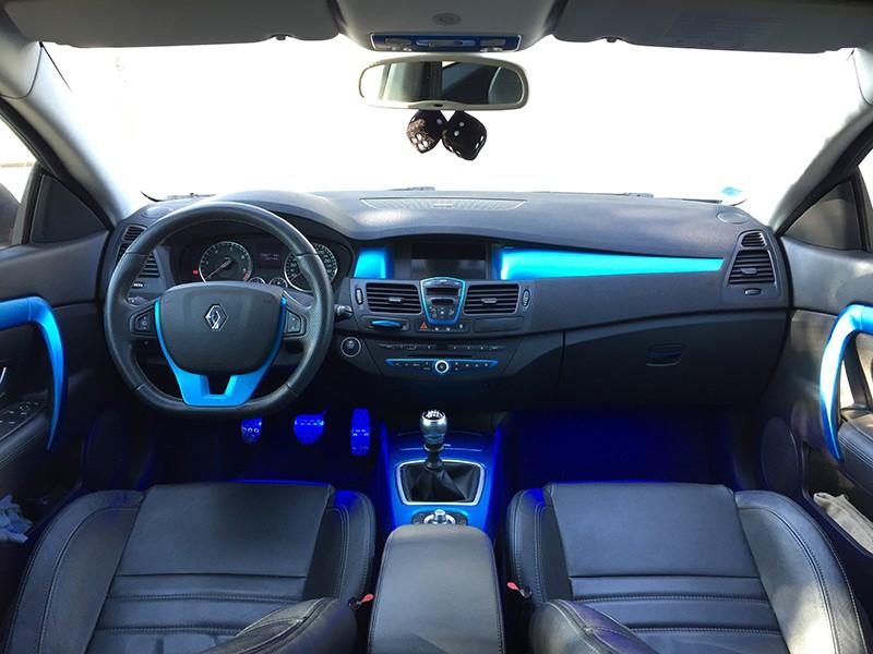 [Momofisher] Laguna III coupé GT 2.0 dCi 180 Bleu mat - Page 8 Int10