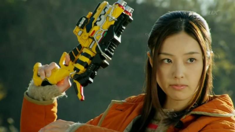 2013 : ZyuDen Sentai Kyoryuger - Page 11 19201710