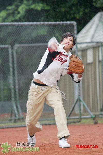 05 Nov '07 Peter's Practising Baseball Baseba15