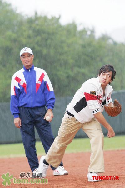 05 Nov '07 Peter's Practising Baseball Baseba17