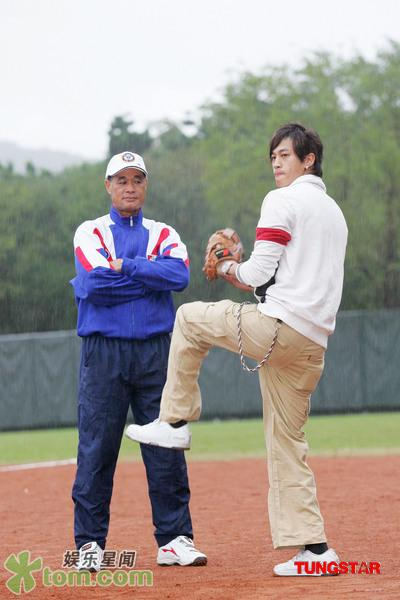 05 Nov '07 Peter's Practising Baseball Baseba18