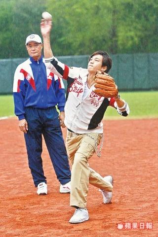 05 Nov '07 Peter's Practising Baseball E1d8f210
