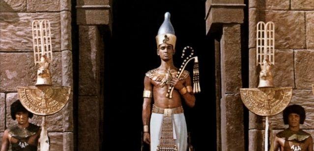 LES EGYPTIENS NE SONT PAS LES BATISSEURS DES PYRAMIDES   Phraon10