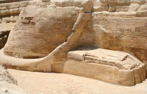 LES EGYPTIENS NE SONT PAS LES BATISSEURS DES PYRAMIDES   Queue10