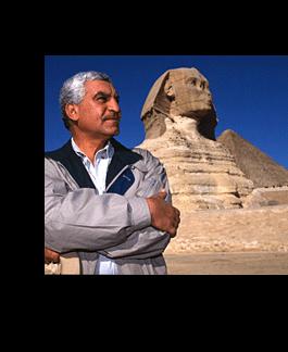 LES EGYPTIENS NE SONT PAS LES BATISSEURS DES PYRAMIDES   Zahi10