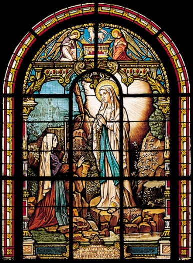 Vitraux de la vierge Marie  Appari10