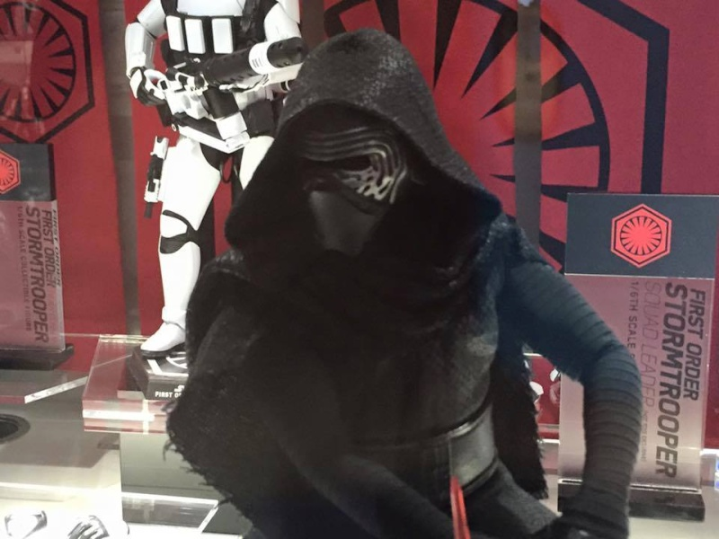 Hot Toys Star Wars The Force Awakens : Kylo Ren 1/6 11056810