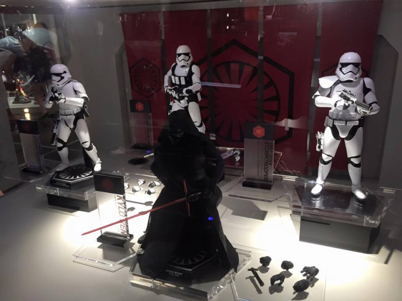 Hot Toys Star Wars The Force Awakens : Kylo Ren 1/6 11233010