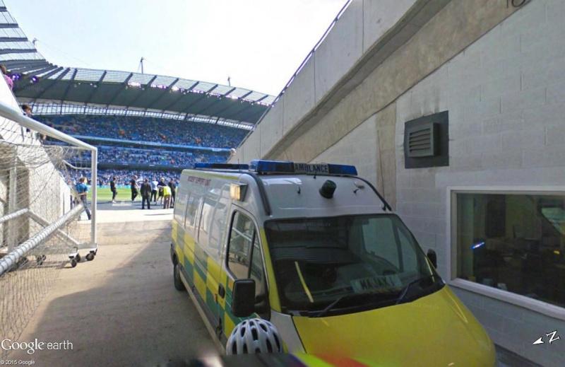 Google Maps s'invite au match de foot entre Manchester City et Manchester United Ambula11