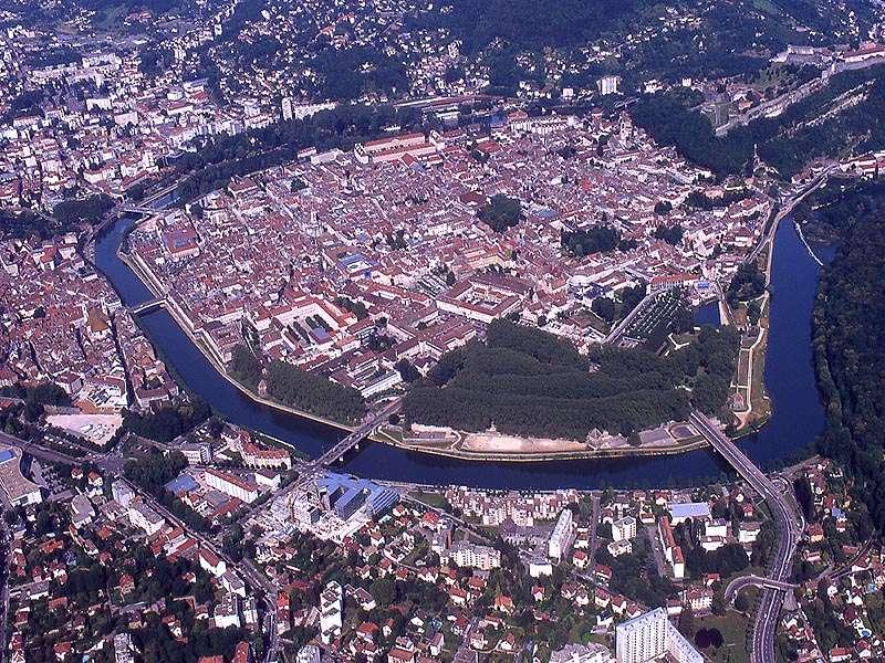 Les villes installées à l'abri d'un méandre Juille10