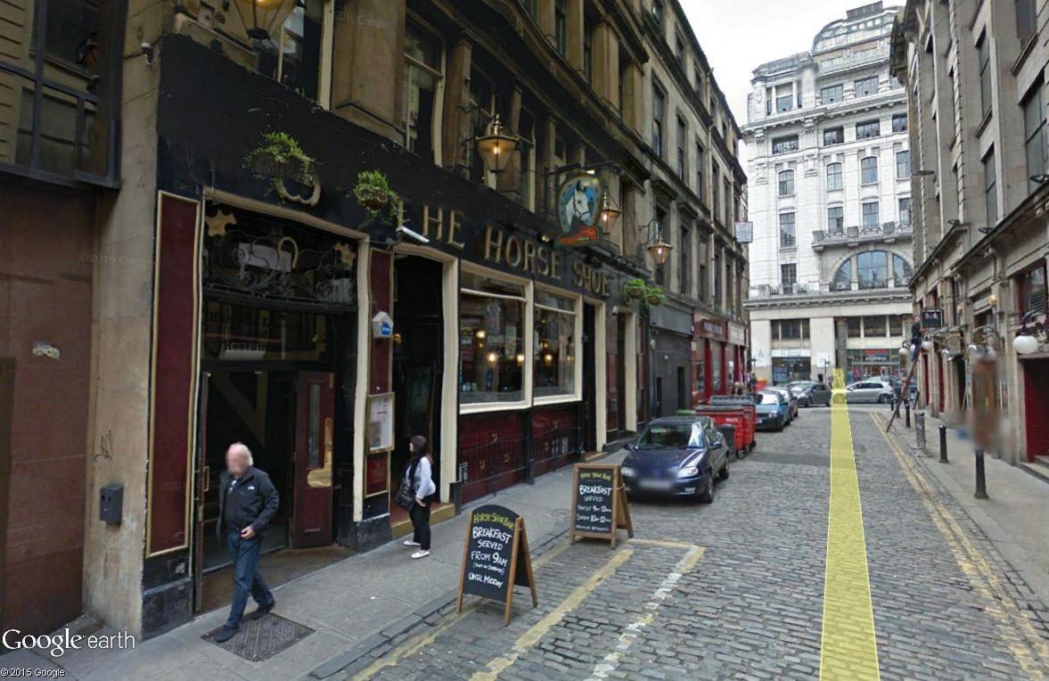 STREET VIEW : les pubs, une invitation à entrer... The_ho10