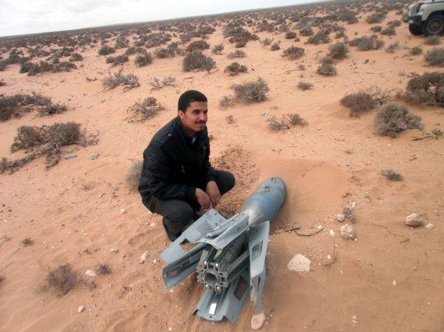 Missiles (Air-Air / Air-Sol / Air-Mer) roquettes et bombes en dotation. - Page 8 Clipbo21