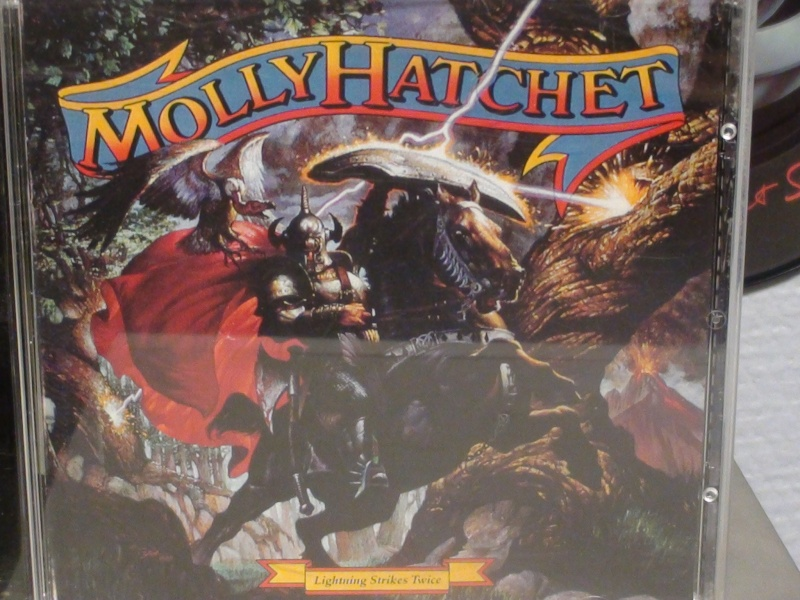 MOLLY HATCHET  LIGHTNING STRIKES TWICE Dsc00613