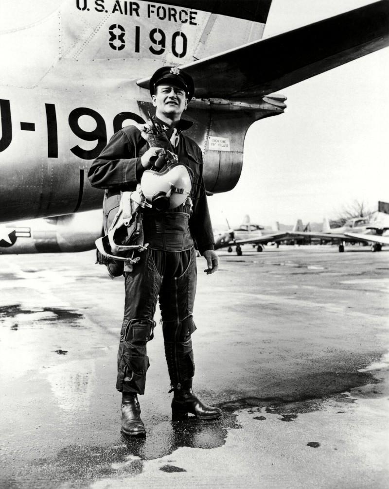 Les espions s'amusent - Jet pilot - 1957 - Page 3 Sansti10