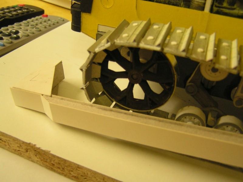 Kettentraktor T180-G  M1:20 gebaut von Klebegold - Seite 3 163k10