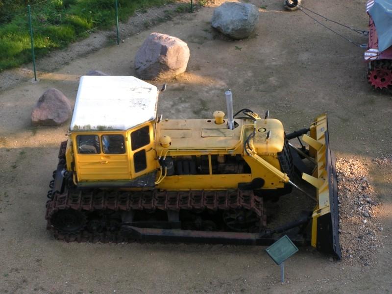 Kettentraktor T180-G  M1:20 gebaut von Klebegold 3k10
