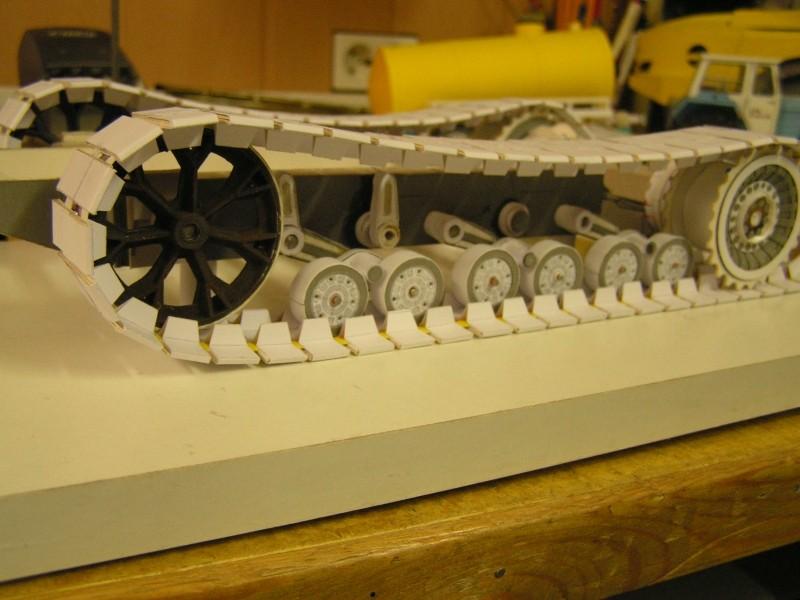 Kettentraktor T180-G  M1:20 gebaut von Klebegold 66k10