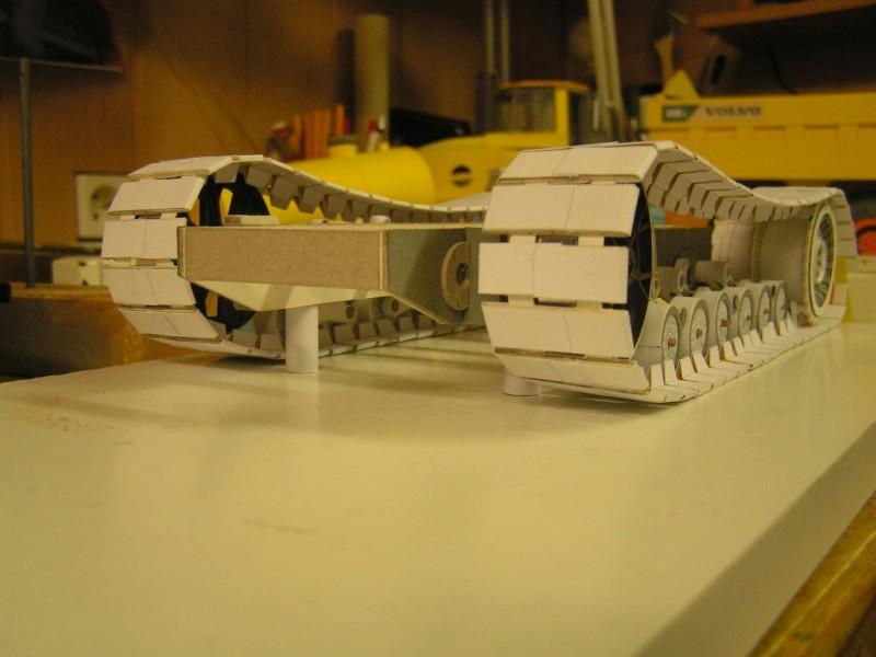 Kettentraktor T180-G  M1:20 gebaut von Klebegold 69k10