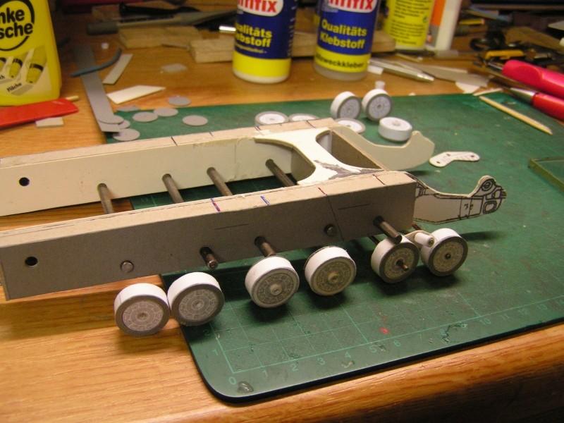 Kettentraktor T180-G  M1:20 gebaut von Klebegold M_018k10