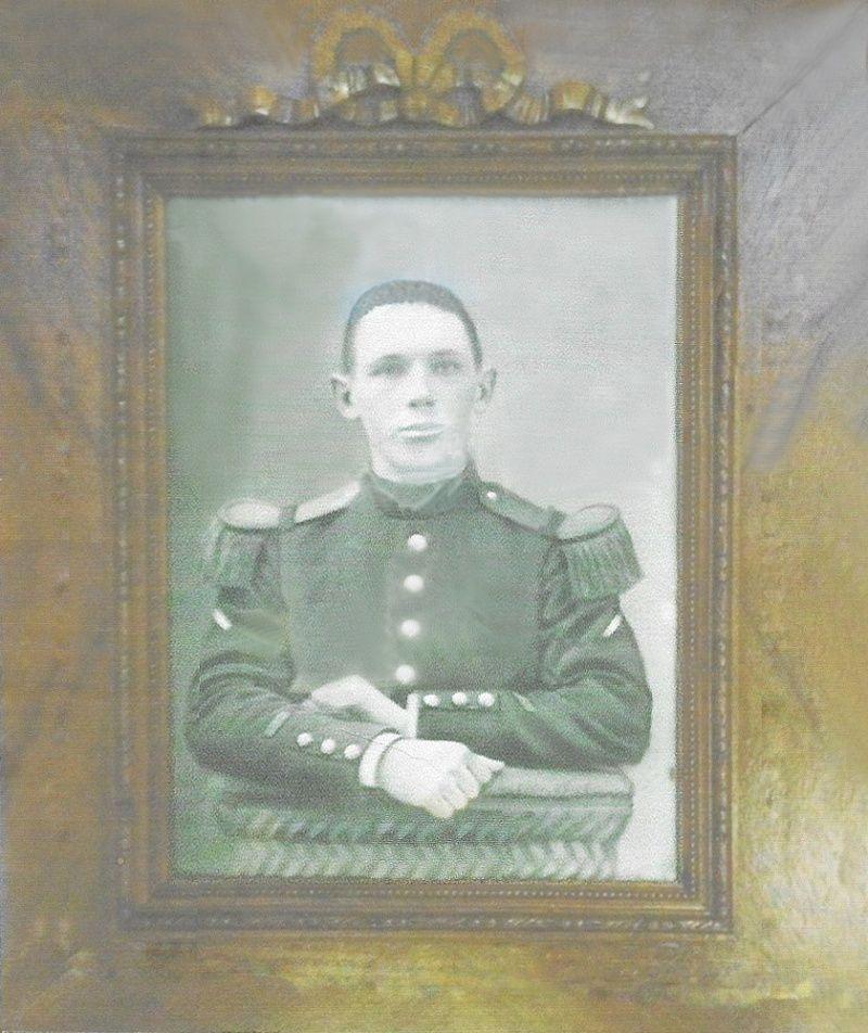 Un petit soldat de la grande guerre : portrait retouché. - Page 2 Soldat12