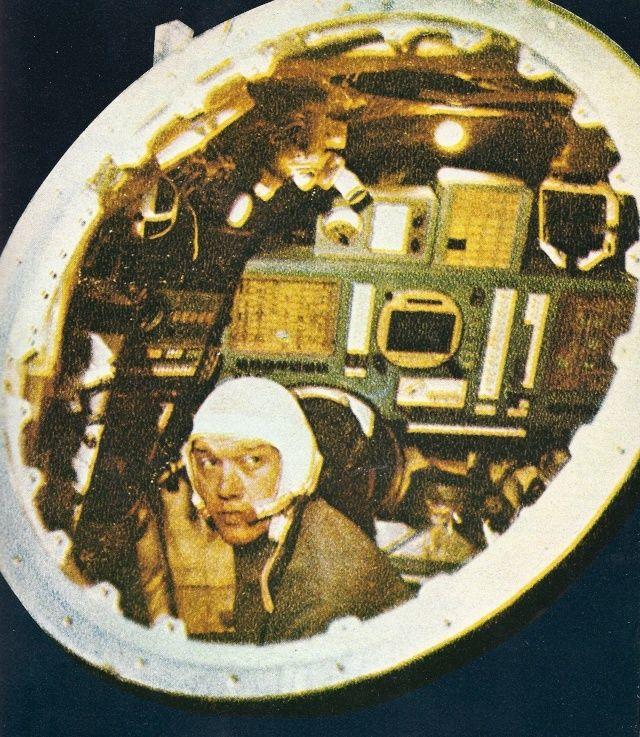 Koubassov dans un cockpit de Zond habitable ? Elisse10