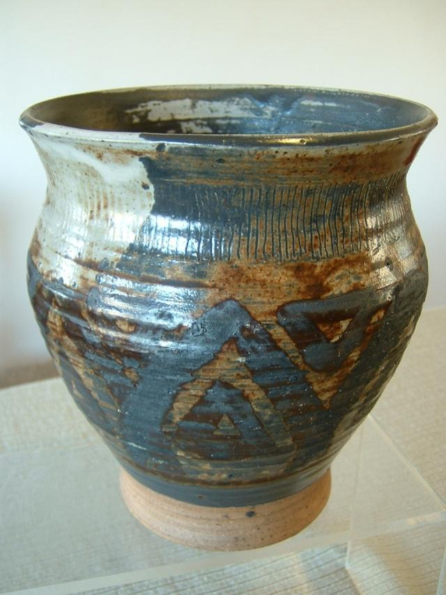 studio vase - Betsy Matthews?  Shep_f14