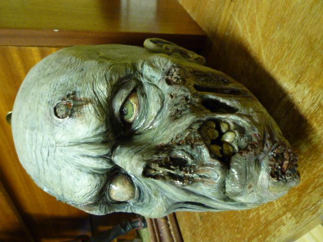 un petit zombie pour la route ??? P1110610